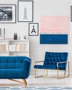 Komplet-wypoczynkowy-w-intenywnym,-niebieskim-kolorze-wpisuje-się-w-najnowsze-trendy