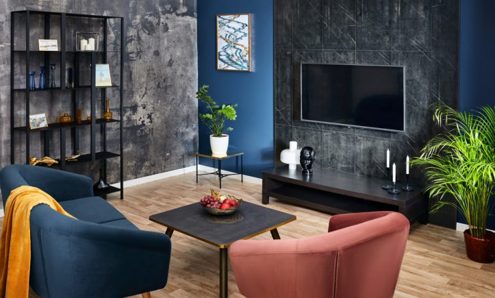 Salon w ciemnych kolorach_Dekoracyjne panele ścienne _fot. WALLDESIGN SWISS KRONO